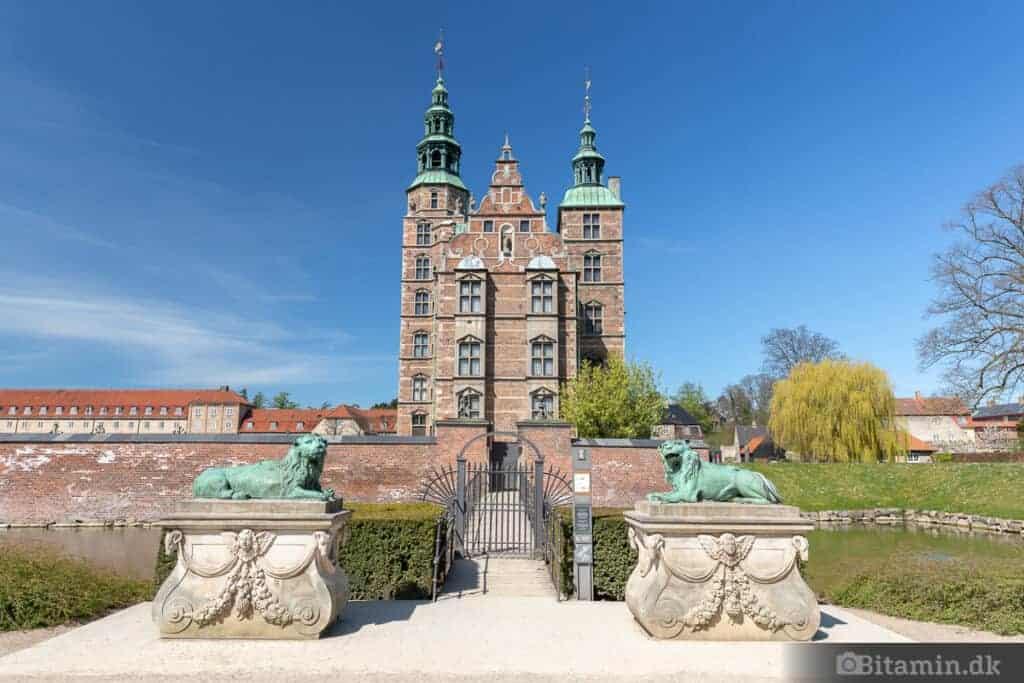Vidvinkel billede af Rosenborg.